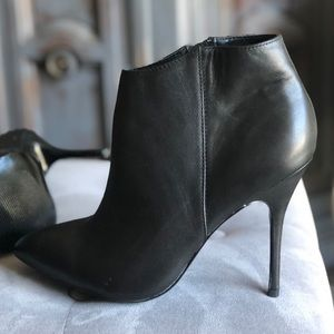 Steve Madden Black Leather Pointy Toe booties